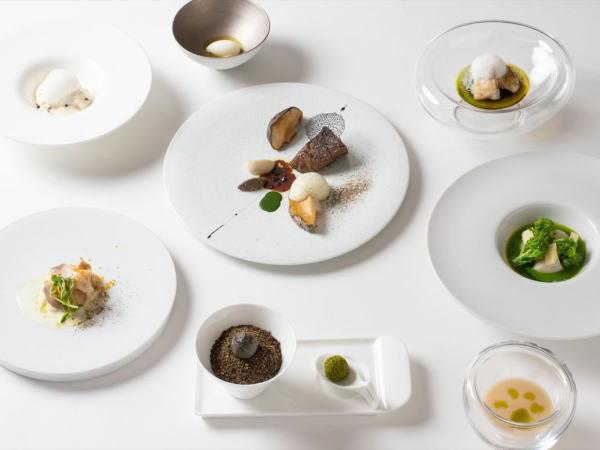 ご夕食は豪華フレンチコース『マンスール』