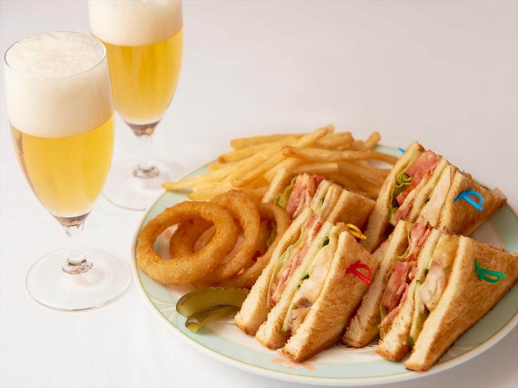 ルームサービスのお夜食(サンドウィッチ)※イメージ