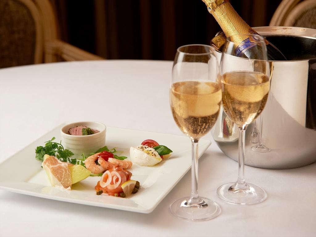 シャンパンとオードブル(イメージ)
