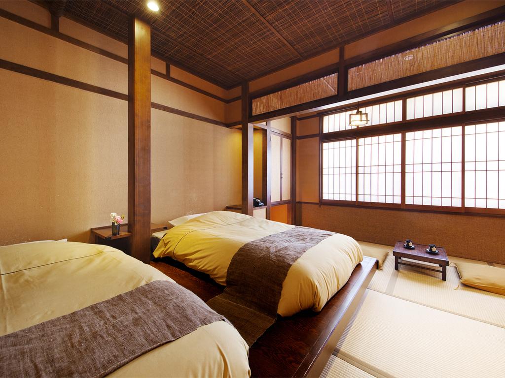 【和のついん-嶺Mine-/-萩Hagi-】 畳にローベッドをしつらえた、レトロモダンな和空間。