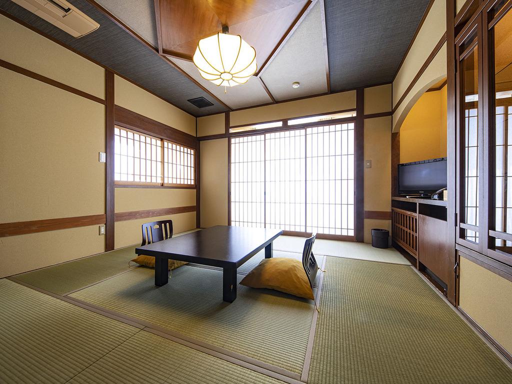"""【基本の和室・1階】""""移動に便利な客室"""" をお探しならこちら。デッキテラスもございます。"""