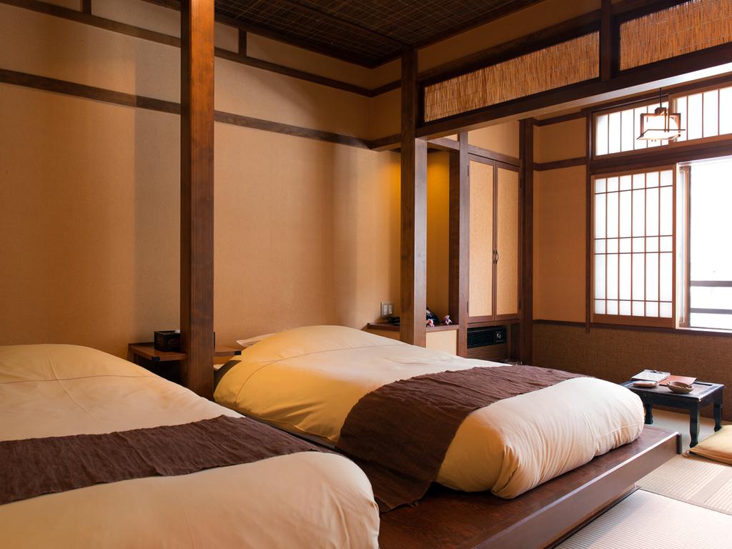 【和のついん-嶺Mine-/-萩Hagi-】 畳にローベッドをしつらえた、レトロモダンな和空間です