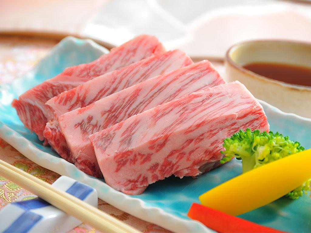 """風味豊かでやわらかな『上州牛サーロイン』を""""自分好みの焼き加減で""""堪能。"""