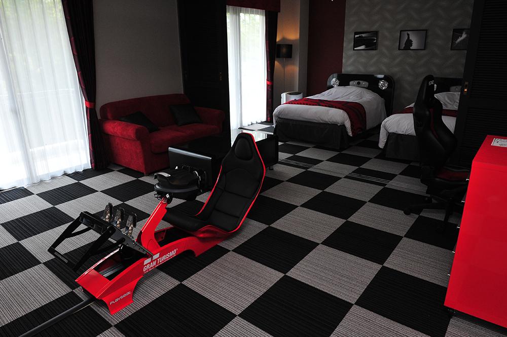 モータースポーツの世界に浸れる、ノース館スイートルーム