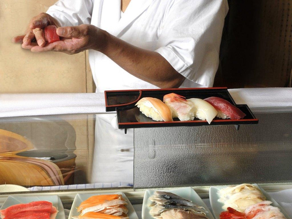 ディナービュッフェ 実演「職人の握り寿司」