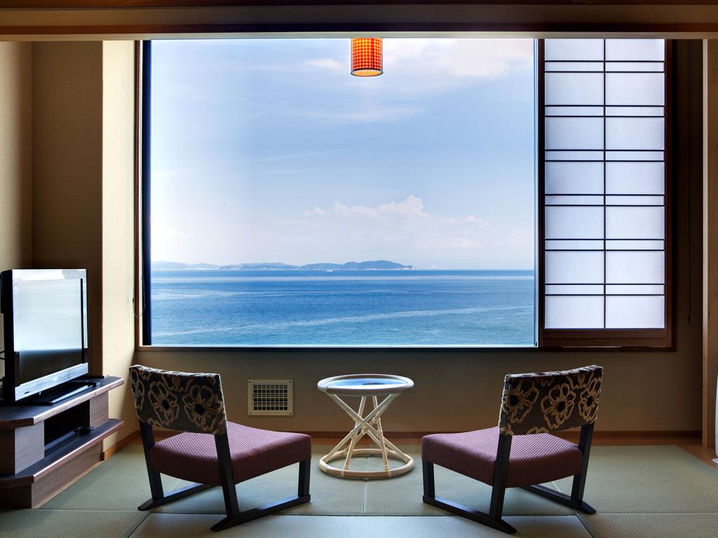 穏やかな紀淡海峡を一望
