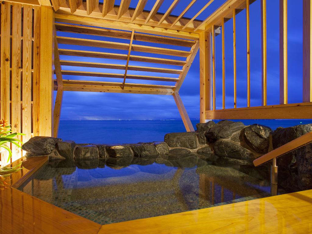 プライベートな空間で洲本温泉の湯浴みを楽しめる≪貸切露天風呂≫