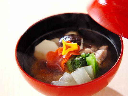 お正月の3ヶ日は特製のお雑煮をご用意いたします。