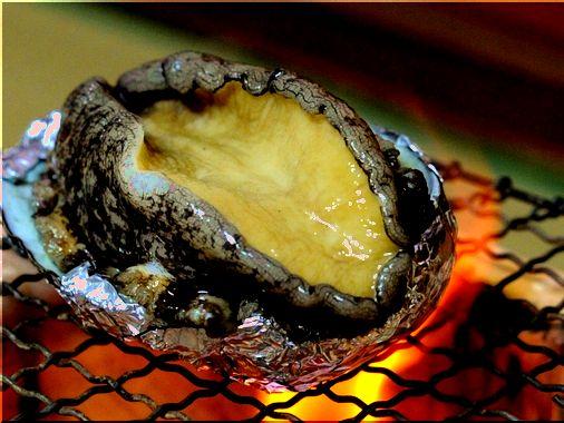 【鮑の踊り焼き】海の黒いダイヤとも称される、食感・味ともに抜群のグルメ。