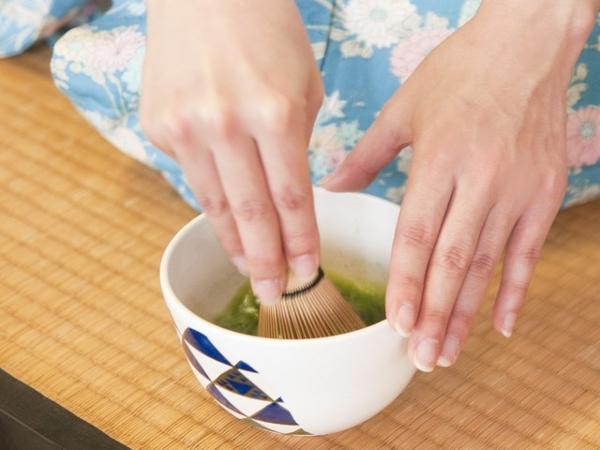 呈茶体験(イメージ)。本来の作法を学び、美味しいお茶をいただきましょう。