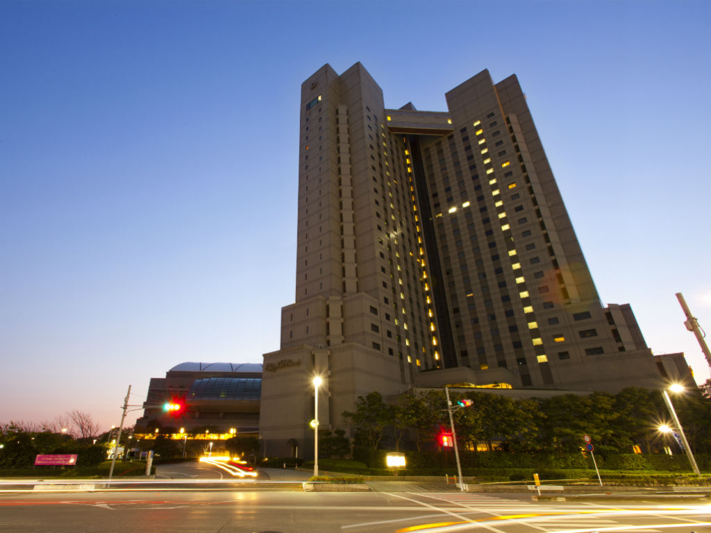 ホテル外観 夜 横