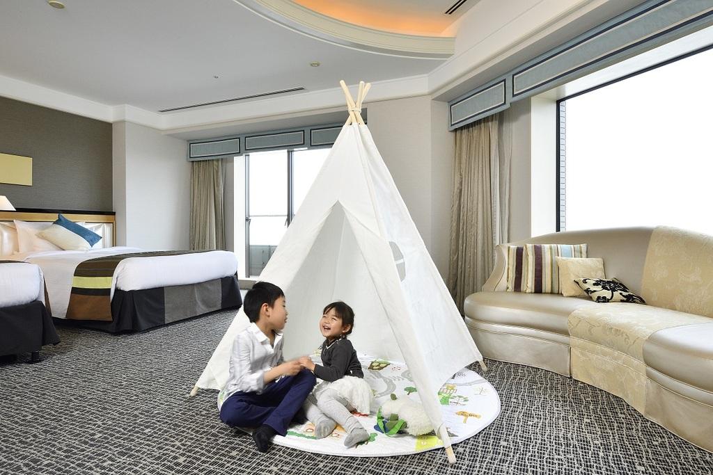 お子さまと遊べるテントを設置
