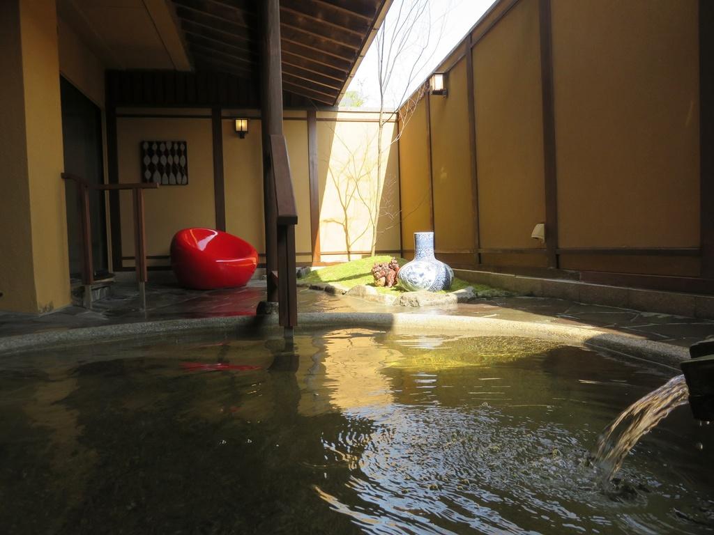 おごと温泉に浸かれる大浴場の露天風呂