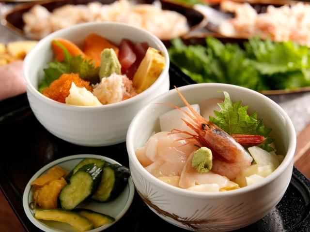 お刺身を盛って自分好みの海鮮丼が楽しめる夕食ブッフェ