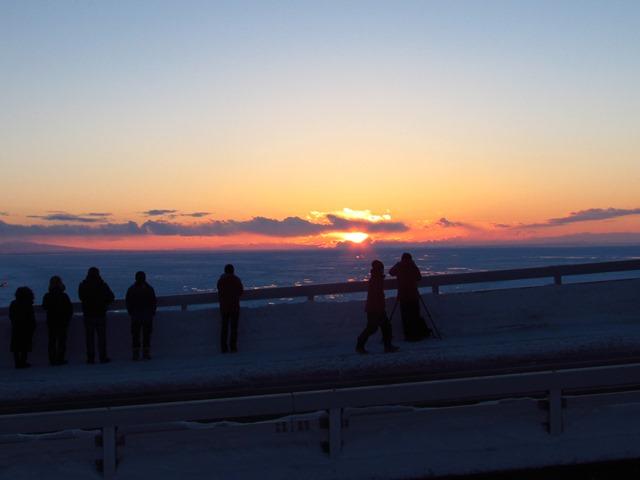 夕陽を見るならプユニ岬がおすすめ。カメラマンにも人気があります。