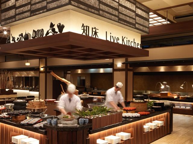 【夕食】1品1品出来立てこだわりの料理を提供する「知床ライブキッチン」