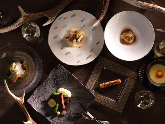 和のテイストを洋食の技法で仕上げる創作コース料理です。