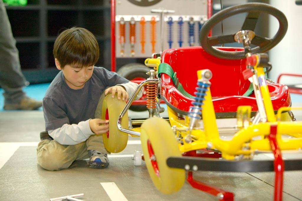 【ピット工房】自分で組み立てたクルマを自分で運転♪