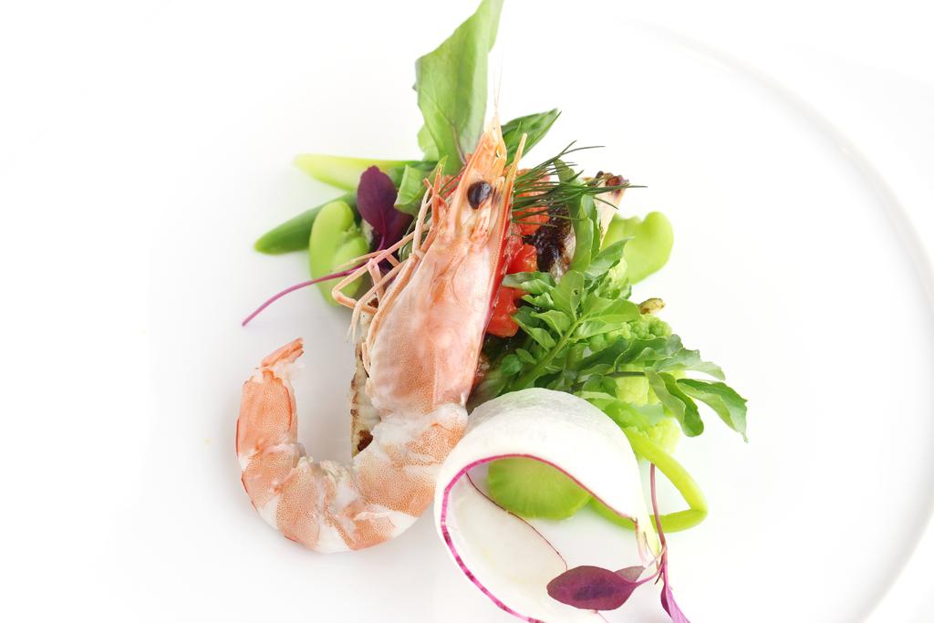 旬のお魚と海老を使ったシェフこだわりの一皿