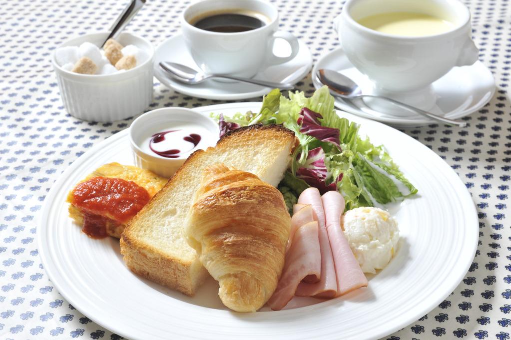 朝食(洋食)の一例
