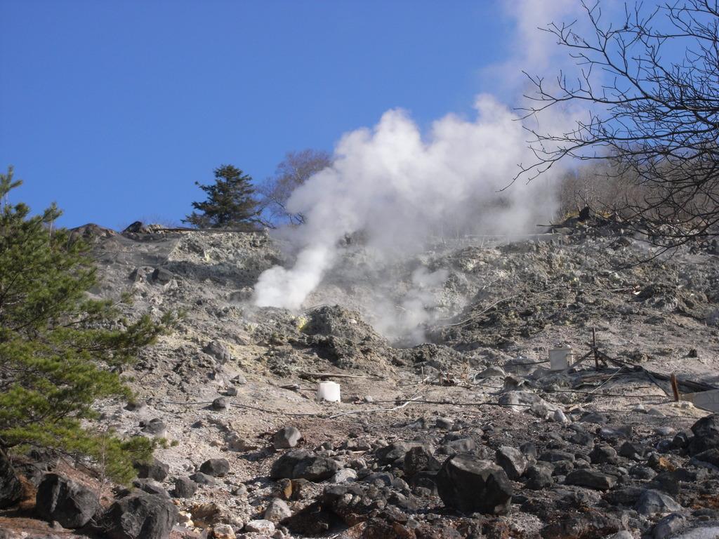 源泉、硫黄山