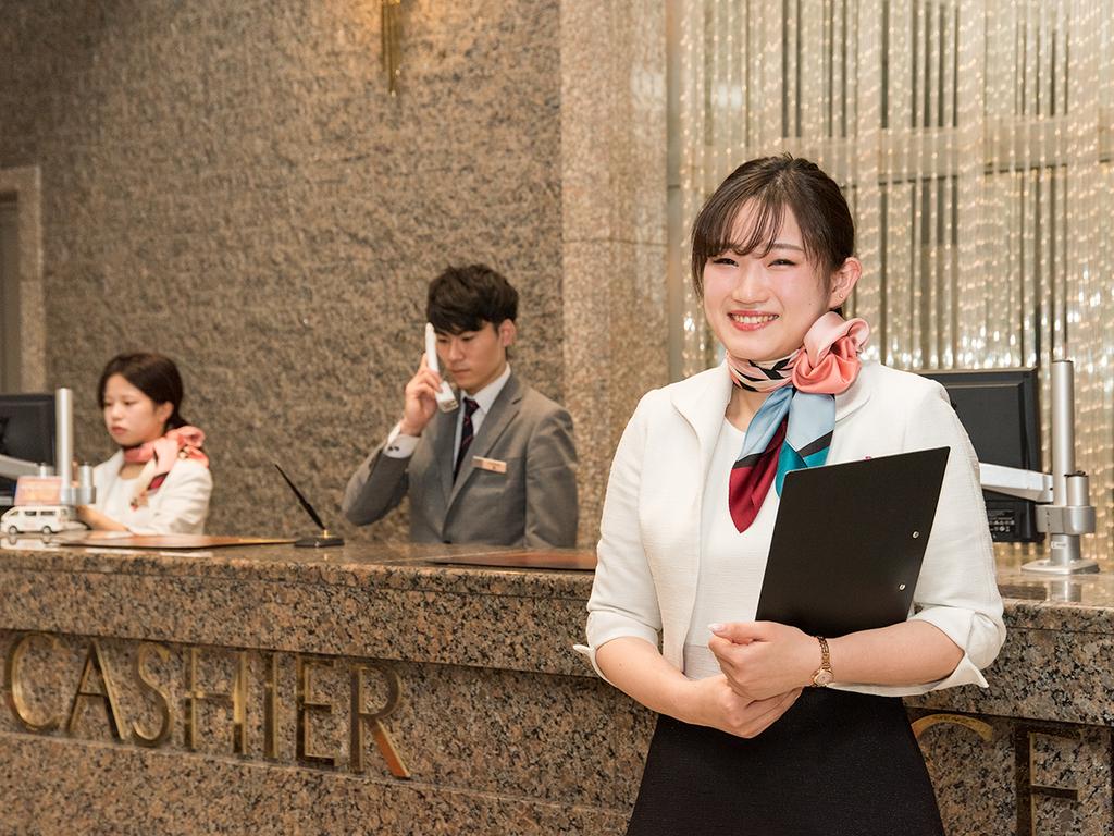 *【スタッフ】我々の一番のウリは世話好き神戸っ子による笑顔で丁寧な接客です。