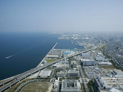 お昼の景色も絶品です。大阪方面の街並み、阪神高速道路やマリーナなどのパノラマビューです。