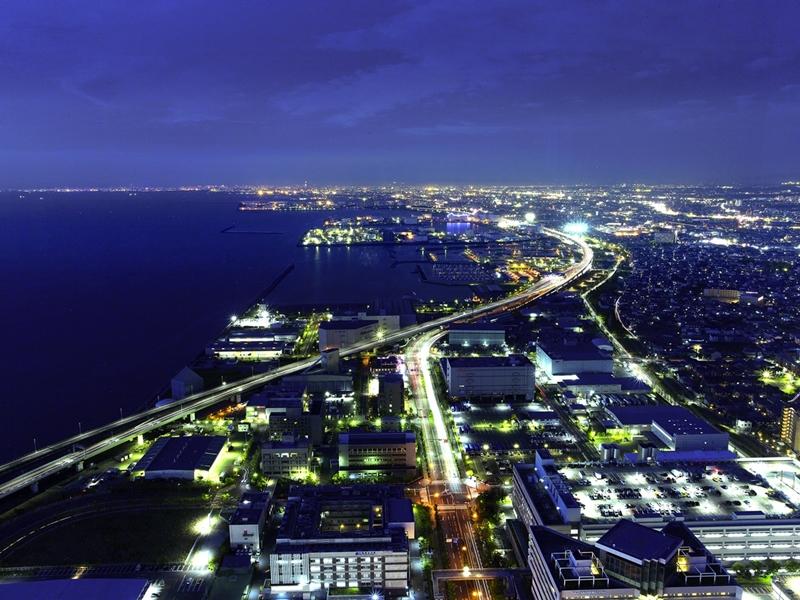 北方向「大阪夜景」です。大阪方面の街並み、阪神高速道路の光の帯がロマンチックなパノラマビューを描き出します。