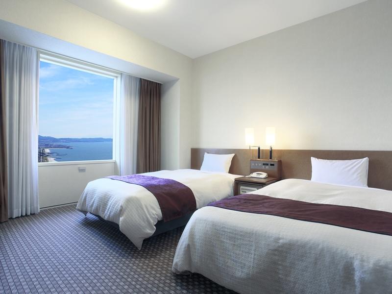 23.3平米のスタンダードツイン。スタンダードでもゆったりの広さ。ベッドは1,200mm幅。