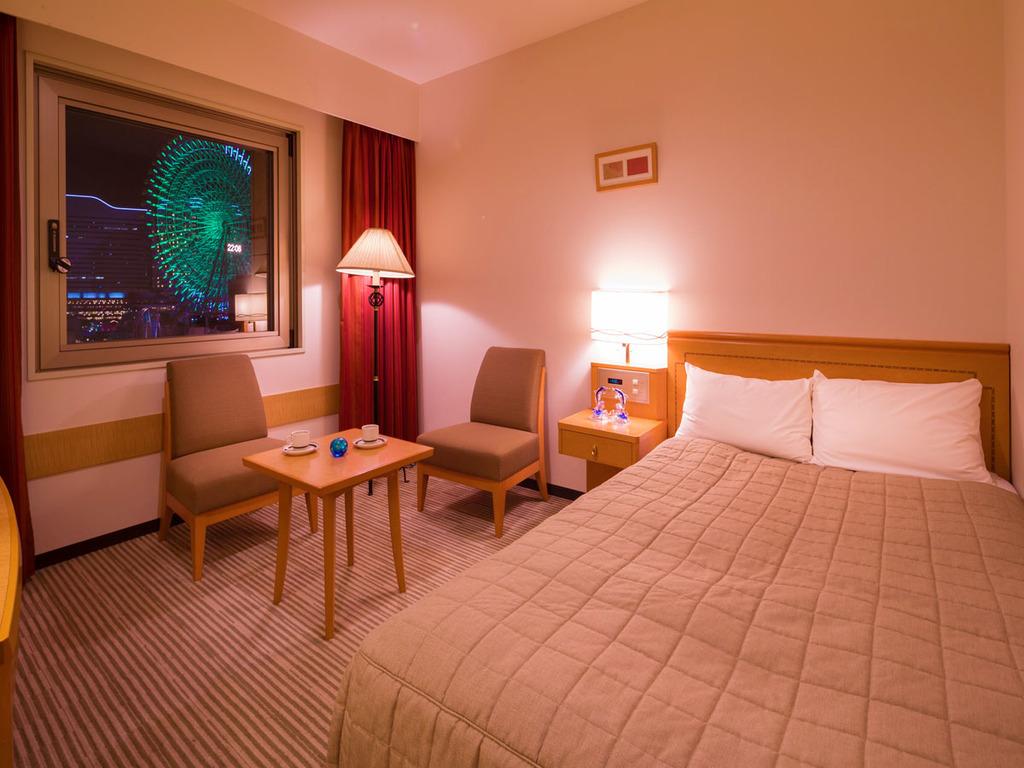 ■セミダブル■19.2平米・ベット幅121センチのセミダブルベットのお部屋。横浜が誇る極上の夜景を