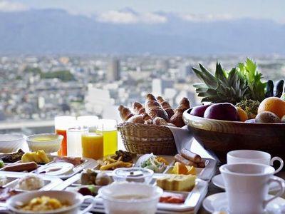 サクサクのクロワッサンや地元の食材を生かした大好評の朝食です