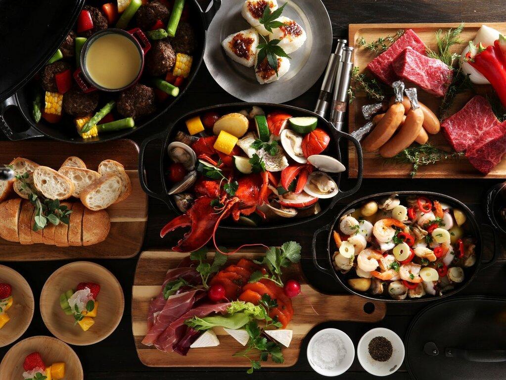 バーベキューにはこだわりの食材をチョイス。予め調理されているので、あとは火を通すだけでOK。