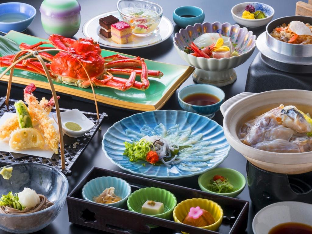 【カニふぐ合戦】大人気のカニとふぐ、両方食べれて大満足プラン!!(写真のずわいカニは4名様盛り)
