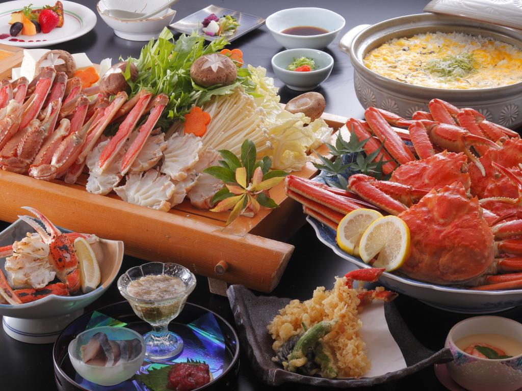 【カニ楽膳】嬉しい♪カニいっぱいのプラン(写真のずわいカニ姿盛り・カニすき鍋・カニ雑炊は4名様盛り)