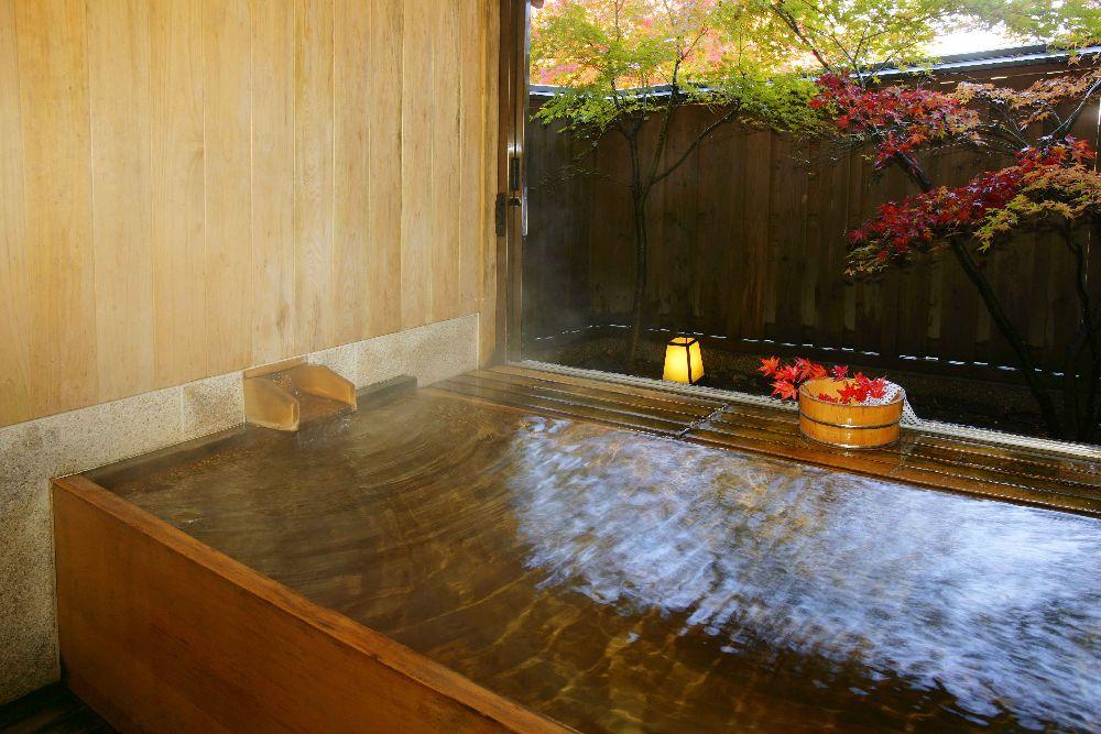 紅葉の貸切風呂【二人静】