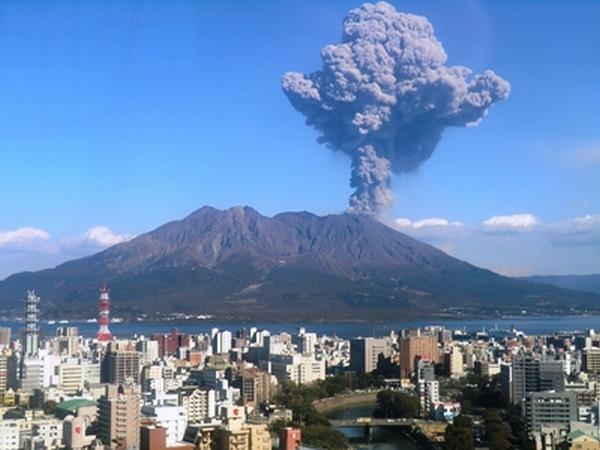 客室から見える桜島噴火