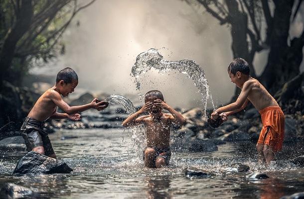 暑い夏は川遊びが一番