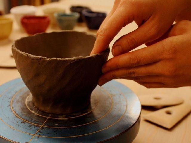 作品は完成後、釉薬を掛け、焼成してお届け致します。
