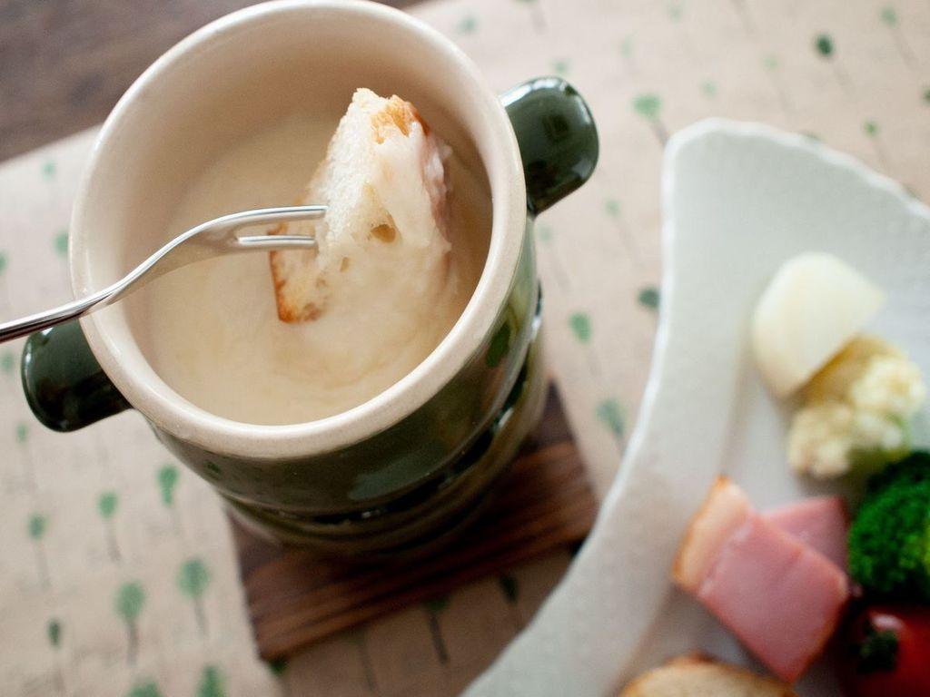 ご夕食一例 冬メニュー (チーズフォンデュ)