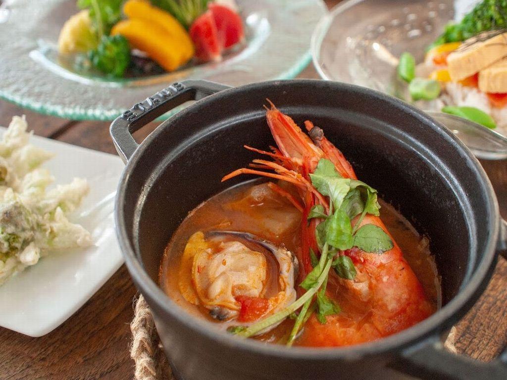 ご夕食一例 海老と白菜のトマトスープ煮