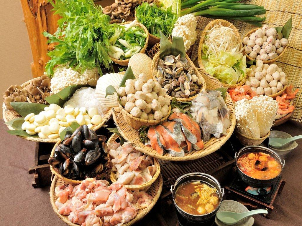 25品目と5種類のスープの鍋ブッフェ