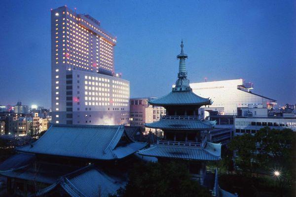 【ホテル外観】東京駅から車で15分。都会の喧騒から離れた下町の風情が溢れる両国へようこそ