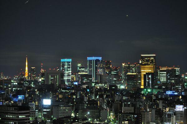 西側(新宿方面)客室からの眺め(夜景)