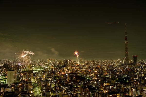 隅田川花火大会の様子(ホテル屋上から撮影)