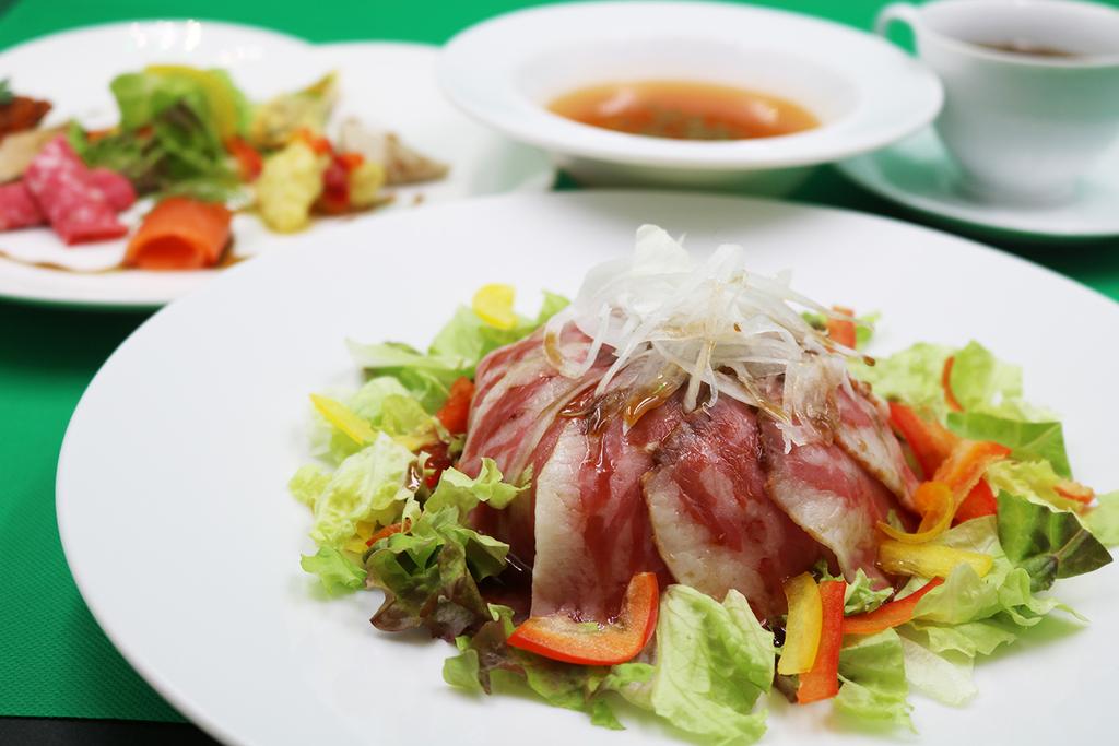 ホテル特製「ローストビーフ丼セット」