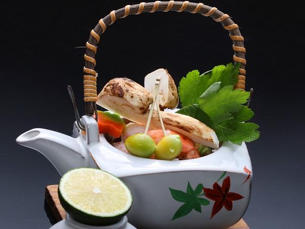 松茸の土瓶蒸し(秋限定)