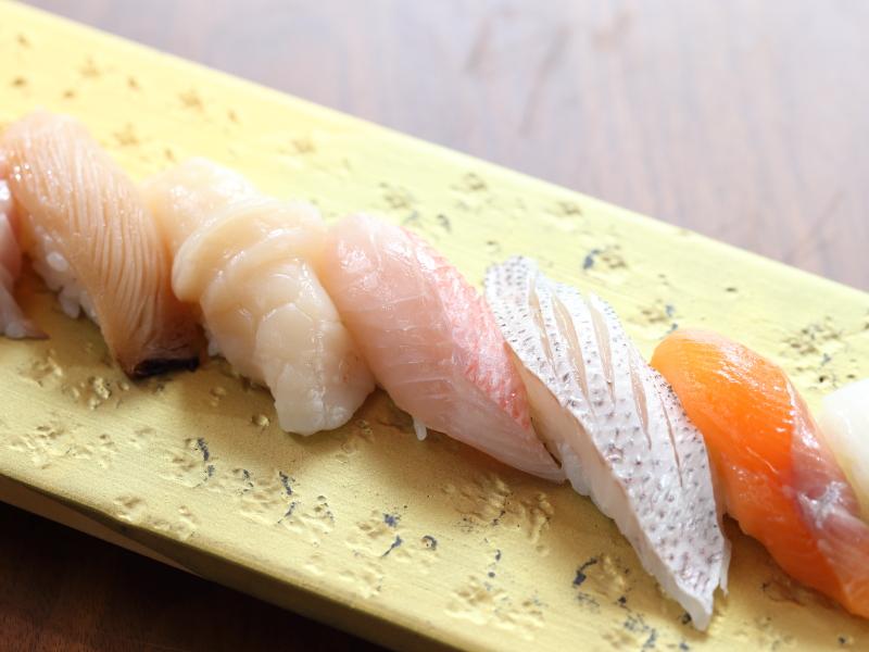 【三周年記念】特別会席では沼津港鮮魚を握りにて