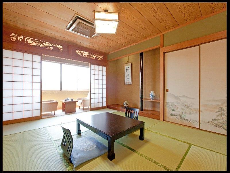 檜、ケヤキの自然の香りに心安らぐお部屋和室