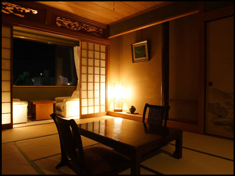檜、ケヤキの自然の香りに心安らぐお部屋