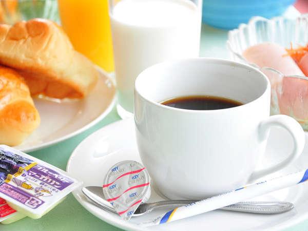 【朝食バイキング】 お客様のリクエストにお応えして、コーヒーや牛乳も仲間入り♪